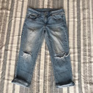 American Eagle Distressed artist cropped jeans 6